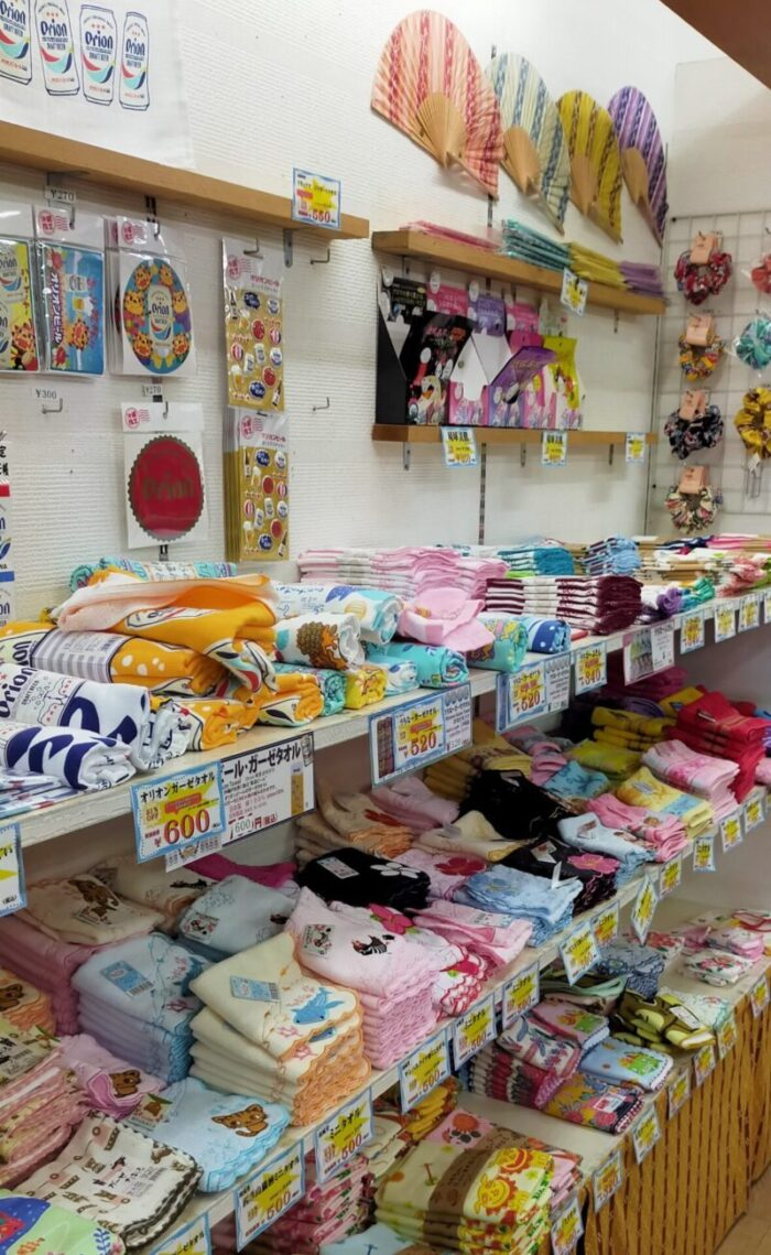 小さなみやげ屋内原2号店 ハンカチ陳列