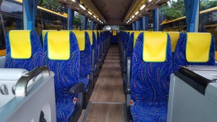 大型バス49シート車内